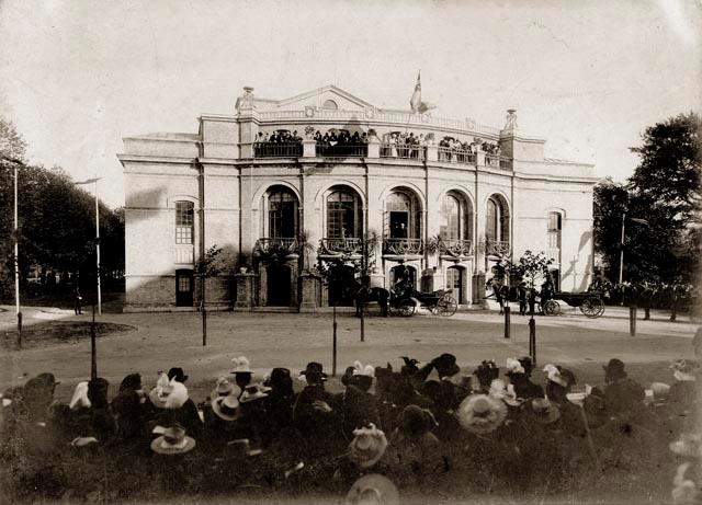 Idag fyller teatern 120 år